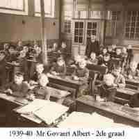<strong>Borsbeke gemeenteschool  -  Verschillende schooljaren</strong><br> ©Herzele in Beeld<br><br><a href='https://www.herzeleinbeeld.be/Foto/710/Borsbeke-gemeenteschool-----Verschillende-schooljaren'><u>Meer info over de foto</u></a>