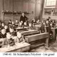 <strong>Borsbeke gemeenteschool  -  Verschillende schooljaren</strong><br> ©Herzele in Beeld<br><br><a href='https://www.herzeleinbeeld.be/Foto/713/Borsbeke-gemeenteschool-----Verschillende-schooljaren'><u>Meer info over de foto</u></a>