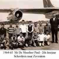 <strong>Borsbeke gemeenteschool  -  Schooluitstap naar Zaventem</strong><br>1964 ©Herzele in Beeld<br><br><a href='https://www.herzeleinbeeld.be/Foto/716/Borsbeke-gemeenteschool-----Schooluitstap-naar-Zaventem'><u>Meer info over de foto</u></a>