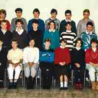 <strong>Vierde humaniora WB  -  1986/87</strong><br>1986 ©Herzele in Beeld<br><br><a href='https://www.herzeleinbeeld.be/Foto/735/Vierde-humaniora-WB-----1986/87'><u>Meer info over de foto</u></a>
