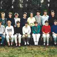 <strong>Vijfde humaniora WB  -  1987/88</strong><br>1987 ©Herzele in Beeld<br><br><a href='https://www.herzeleinbeeld.be/Foto/736/Vijfde-humaniora-WB-----1987/88'><u>Meer info over de foto</u></a>