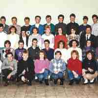 <strong>Zesde humaniora Economische en WB  -  1988/89</strong><br>1988 ©Herzele in Beeld<br><br><a href='https://www.herzeleinbeeld.be/Foto/737/Zesde-humaniora-Economische-en-WB-----1988/89'><u>Meer info over de foto</u></a>