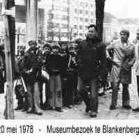 <strong>Museumbezoek te Blankenberge  -  1978</strong><br>20-05-1978 ©Herzele in Beeld<br><br><a href='https://www.herzeleinbeeld.be/Foto/769/Museumbezoek-te-Blankenberge-----1978'><u>Meer info over de foto</u></a>