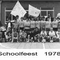 <strong>Klasfoto - Schoolfeest Sint-Paulus  -  1978</strong><br>1978 ©Herzele in Beeld<br><br><a href='https://www.herzeleinbeeld.be/Foto/774/Klasfoto---Schoolfeest-Sint-Paulus-----1978'><u>Meer info over de foto</u></a>