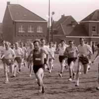 <strong>Veldlopen Borsbeke  -  1974</strong><br>01-01-1974 ©Herzele in Beeld<br><br><a href='https://www.herzeleinbeeld.be/Foto/884/Veldlopen-Borsbeke-----1974'><u>Meer info over de foto</u></a>