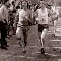 <strong>Veldlopen Borsbeke  -  1974</strong><br>01-01-1974 ©Herzele in Beeld<br><br><a href='https://www.herzeleinbeeld.be/Foto/886/Veldlopen-Borsbeke-----1974'><u>Meer info over de foto</u></a>