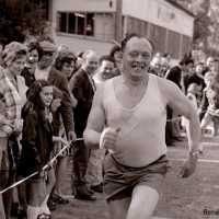 <strong>Veldlopen Borsbeke  -  1974</strong><br>01-01-1974 ©Herzele in Beeld<br><br><a href='https://www.herzeleinbeeld.be/Foto/888/Veldlopen-Borsbeke-----1974'><u>Meer info over de foto</u></a>