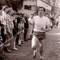 <strong>Veldlopen Borsbeke  -  1974</strong><br>01-01-1974 ©Herzele in Beeld<br><br><a href='https://www.herzeleinbeeld.be/Foto/892/Veldlopen-Borsbeke-----1974'><u>Meer info over de foto</u></a>